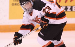 Women's hockey sees winning streak snapped