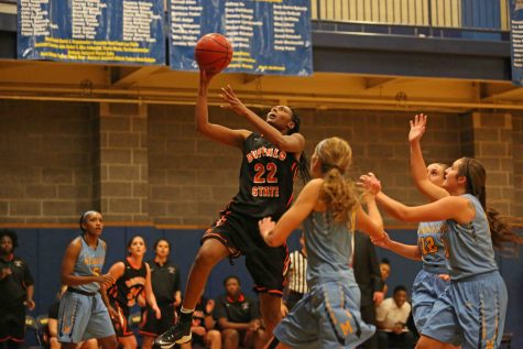 Women's basketball survives last minute thriller, 61-59