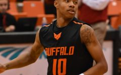 Men's basketball gets last minute win over Fredonia, 60-59