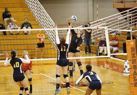 Quick Hits: Women's Volleyball takes down Rochester, 3-1