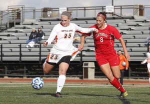 Women's soccer clinches home playoff game with weekend sweep