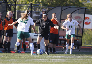 Women's soccer splits first two SUNYAC games