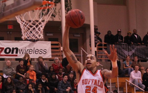 Balanced attack spurs men's basketball to season-opening wins