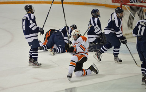 Men's hockey opens its season by splitting pair of conference matchups