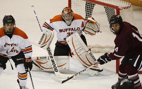 Men's hockey ties nation's top team