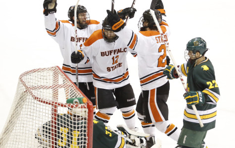 Men's hockey pummels Brockport, moves on to face top-seeded Geneseo