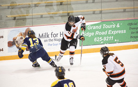 Women's hockey lets slim lead slip late in SUNYAC quarterfinals