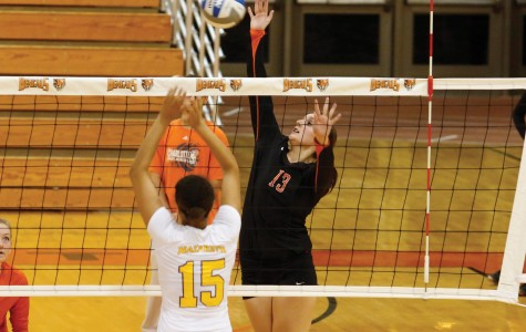 Women's volleyball goes 1-2 in weekend tounament