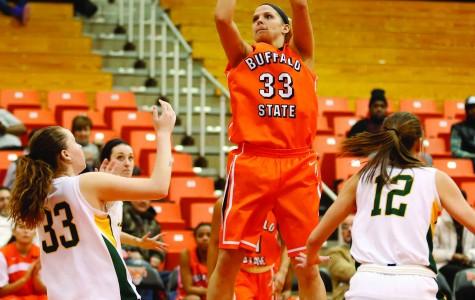 Women's basketball rebounds, retains No. 5 spot
