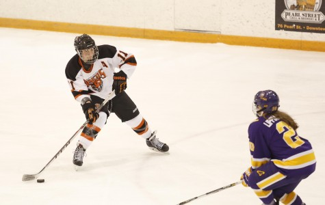 Women's hockey edged out by Elmira