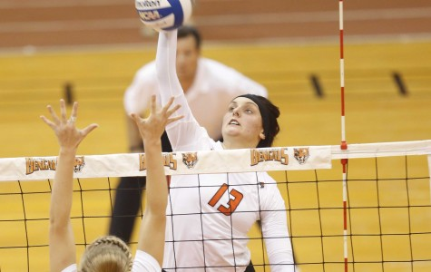 Women's volleyball's late-season slump continues