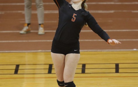 Women's volleyball fighting for playoff spot after 1-2 weekend