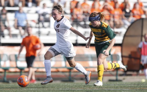Women's soccer wins program-record ninth straight