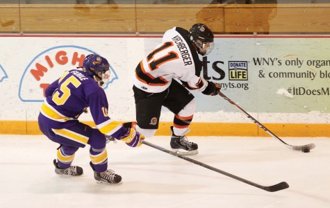 Women's hockey improves to 8-0 with weekend sweep of Chatham