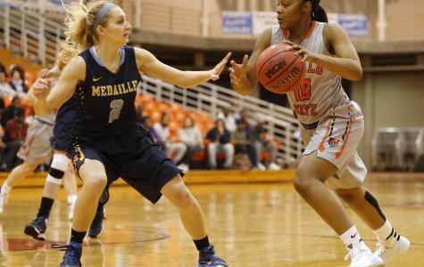 Women's basketball tops Houghton