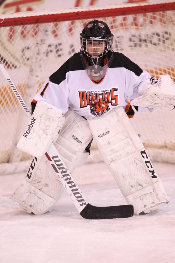Silva, Women's Hockey shutouts Oswego, 2-0