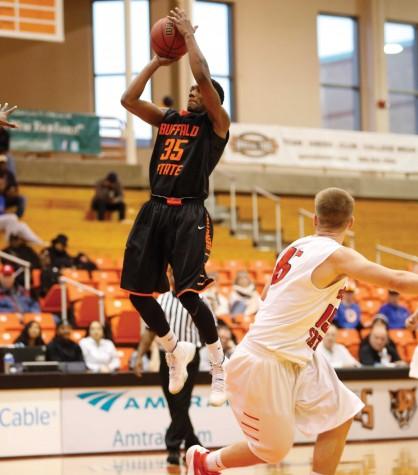 Men's basketball keeps New Paltz winless