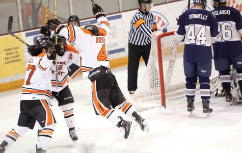 Men's hockey clinches sixth-straight playoff berth