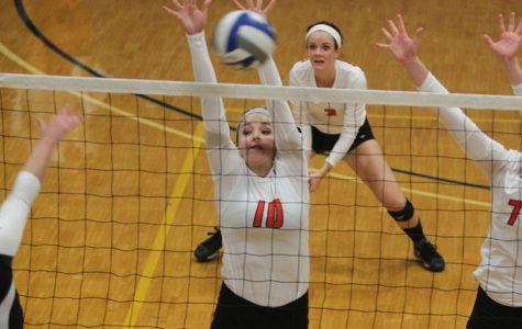 Volleyball tops Medaille, splits four games in Fisher tourney