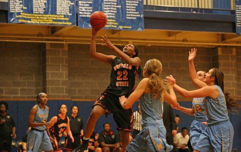 Women's basketball survives last minute thriller, 61-59