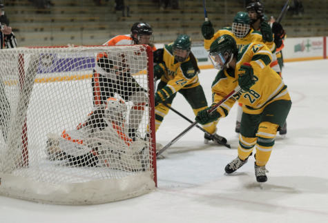 Women's Hockey falls to Oswego, 5-0