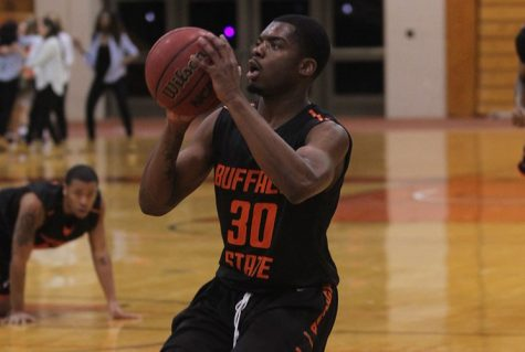 Men's Basketball shoots past Geneseo, 81-73