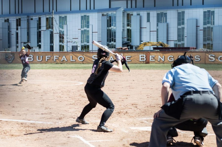 Playoff+hopes+for+Softball+dwindle%2C+lose+a+pair+to+Oneonta
