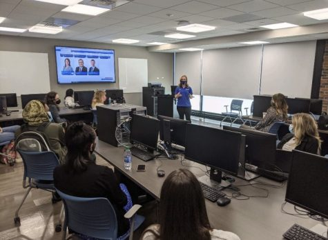 Former Channel 4 anchor, Erica Brecher speaks to Buffalo State students regarding her recent career change